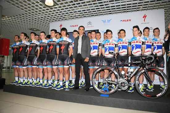 Contador bere taldearen aurkezpenean