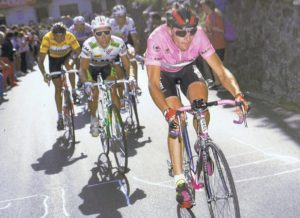 Gianni Bugno, maglia arrosa soinean, 1990ko Italiako Giroan