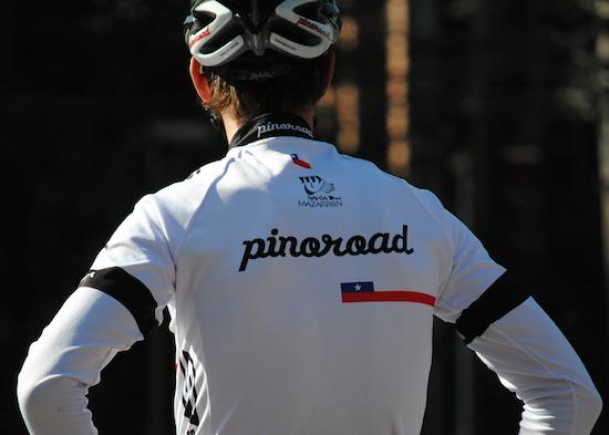 Juanjo Oroz Pinoroadeko maillotarekin