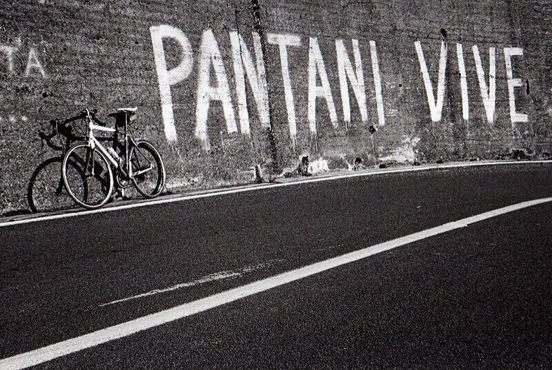 Marco Pantaniren aldeko pintada